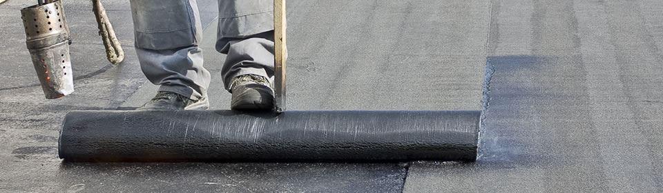 bitumen dakbedekking uitrollen